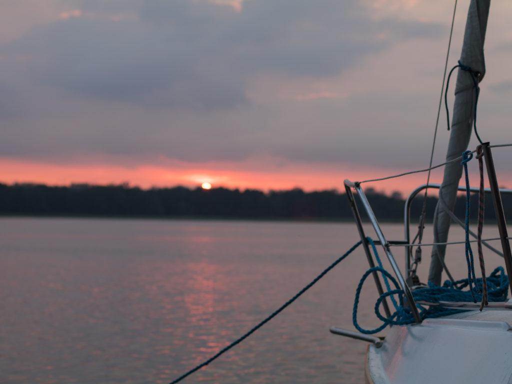 Zachód słońca na jeziorze Tałty