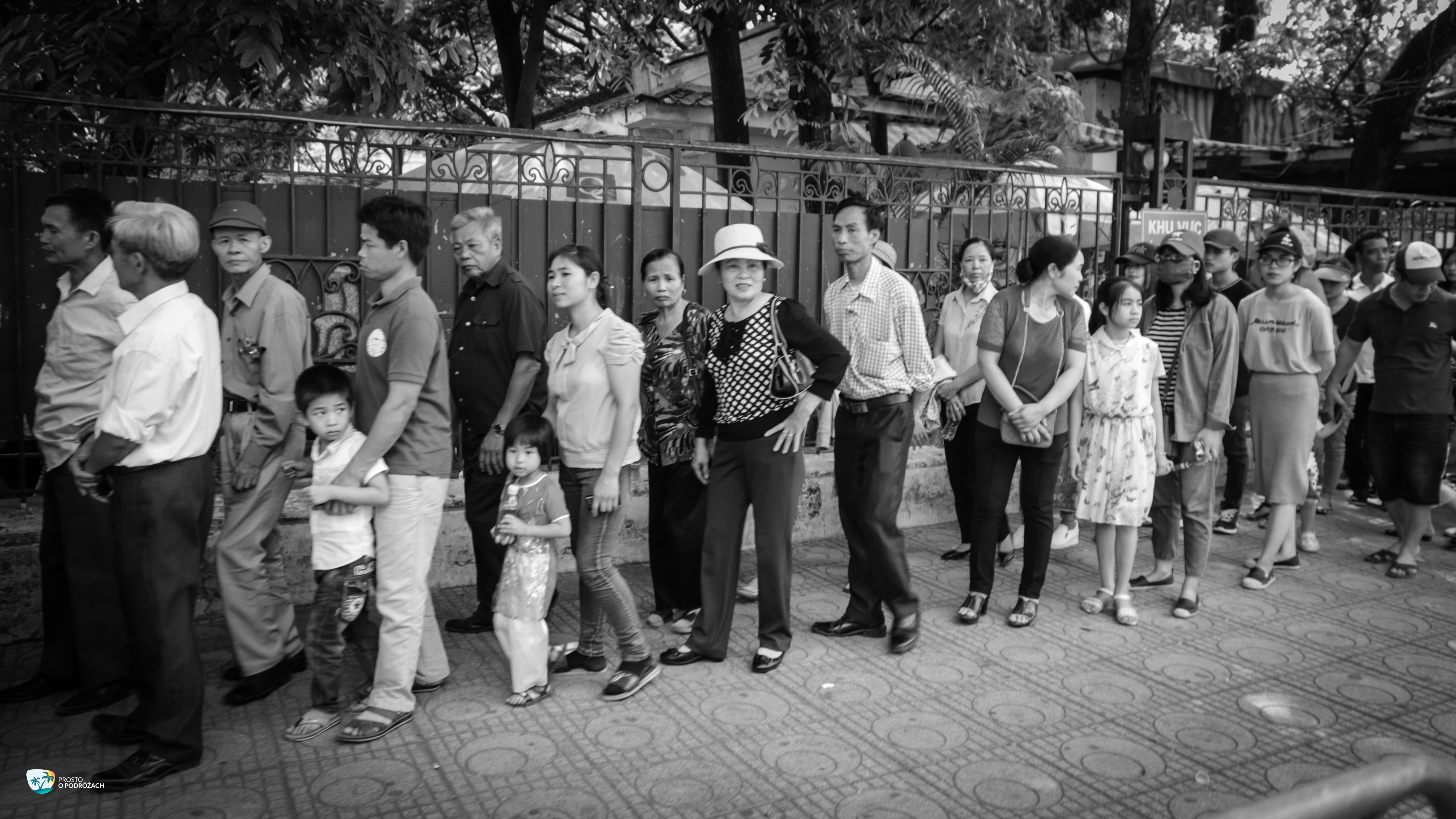Kolejka na plac mauzoleum Ho Chi Minha
