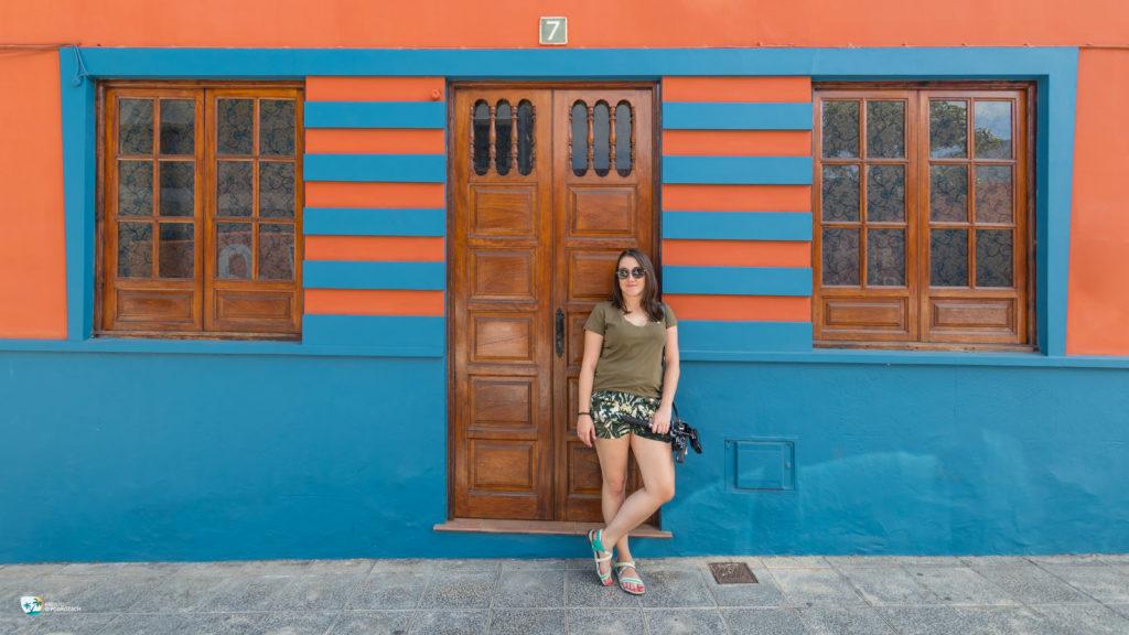 Kolorowe elewacje budynków tworzą unikalny klimat i zachęcają do robienia zdjęć.