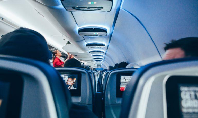 Jak przetrwać długi lot samolotem