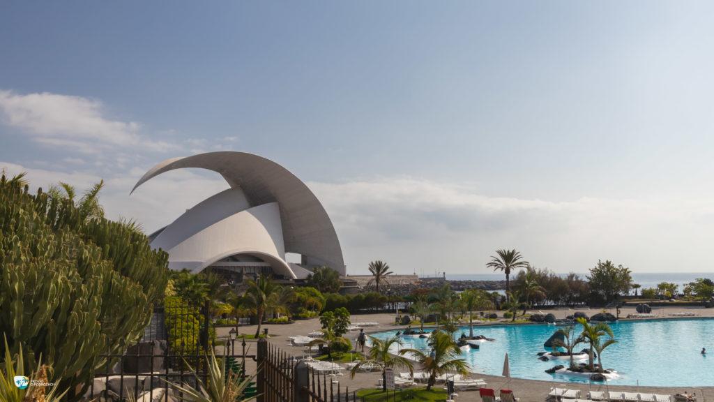 Kompleks basenów Parque Maritimo zaprojektowanych przez słynnego artystę Cesare Manrique