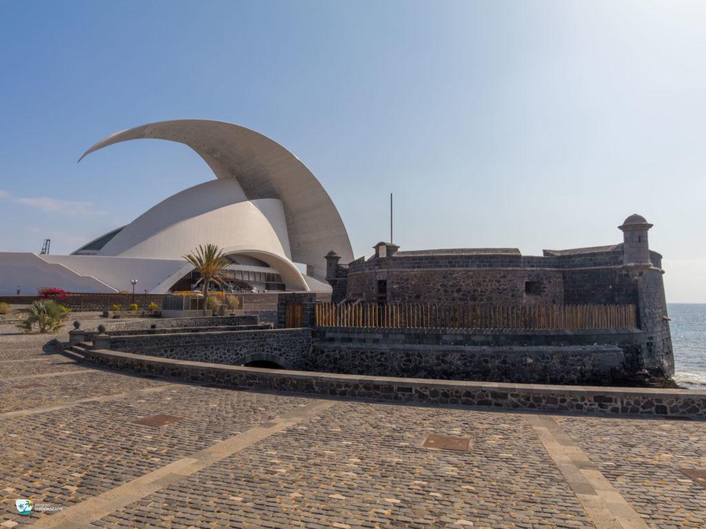 "Auditorio de Tenerife ""Adan Martin"" oraz Castillo de San Juan Bautista"