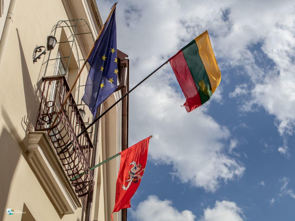 Flaga Litwy i flaga z Pogonią