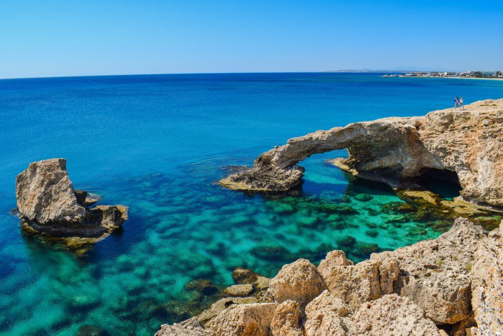 Charakterystyczne klify na Cyprze